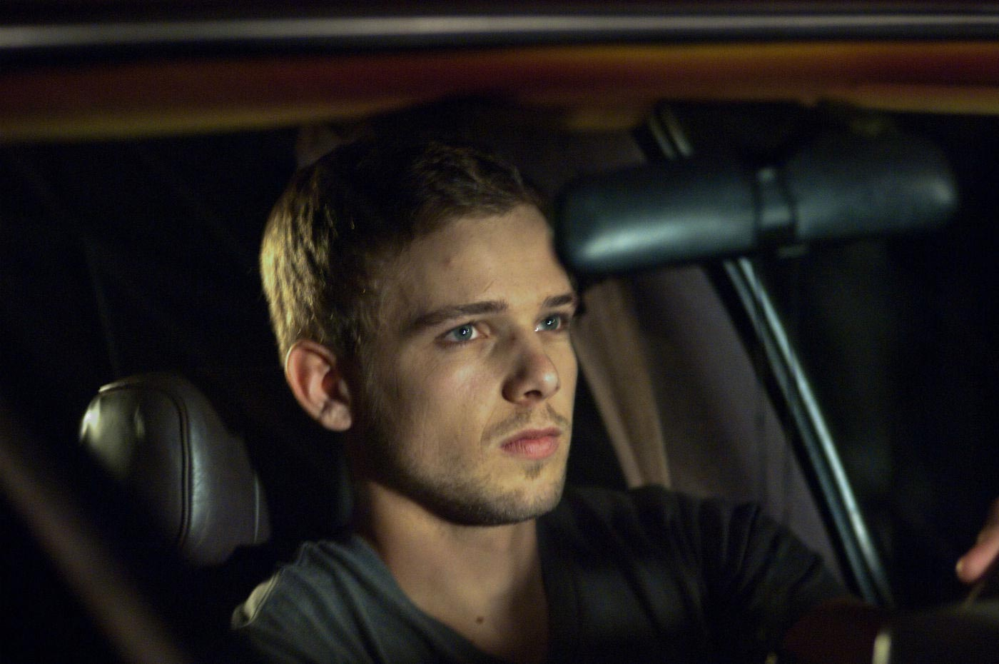 max-thieriot-in-house-at-the-end-of-the-street